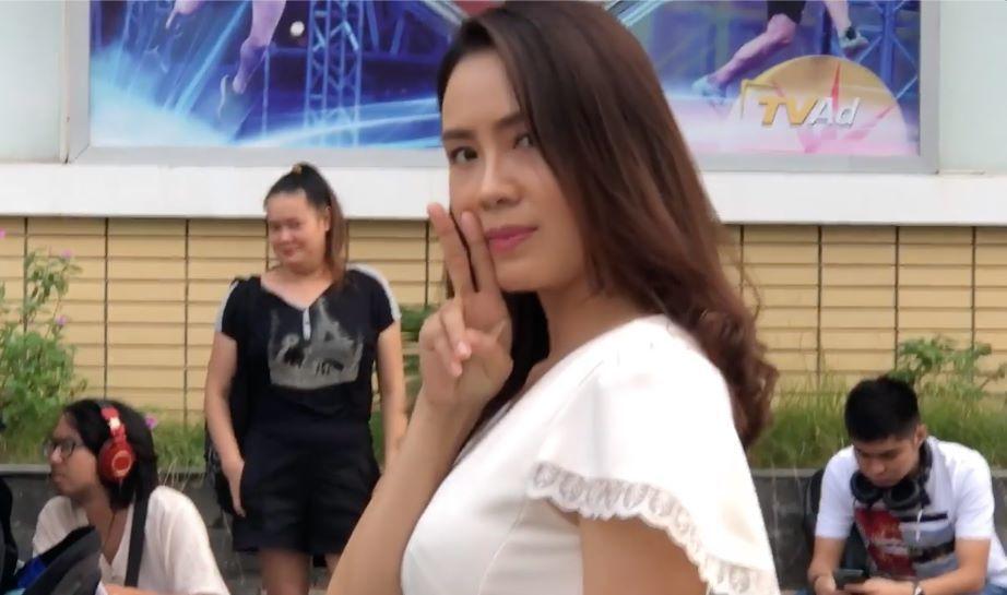 Hồng Diễm nhí nhố ở hậu trường cảnh quay căng thẳng trong 'Hoa hồng trên ngực trái'
