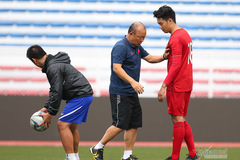 Thầy Park chỉ chiêu Thành Chung 'khóa chân' tiền đạo Indonesia
