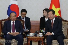 PM Phuc meets Korean leaders in Seoul