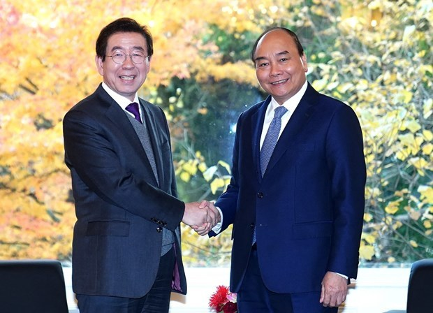 PM Phuc meets Korean leaders in Seoul