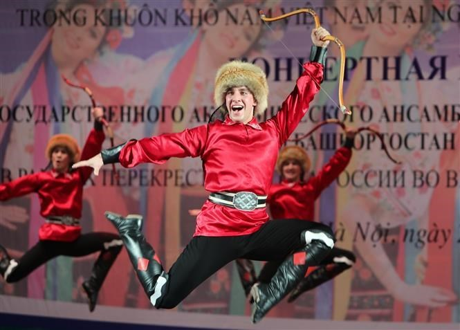 Russian folk dance ensemble's performance in Hanoi