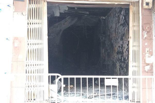 2 phụ nữ nước ngoài mắc kẹt trong ngôi nhà bốc cháy ở Hà Nội