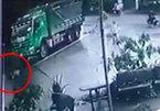 Xe ben cuốn bé gái đi xe đạp, kéo lê dưới đường ở Bình Định