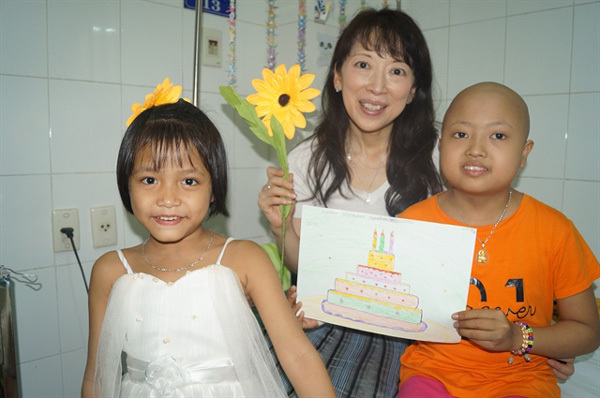 Kazuyo Watanabe,Japanese woman,cares for children cancer patients