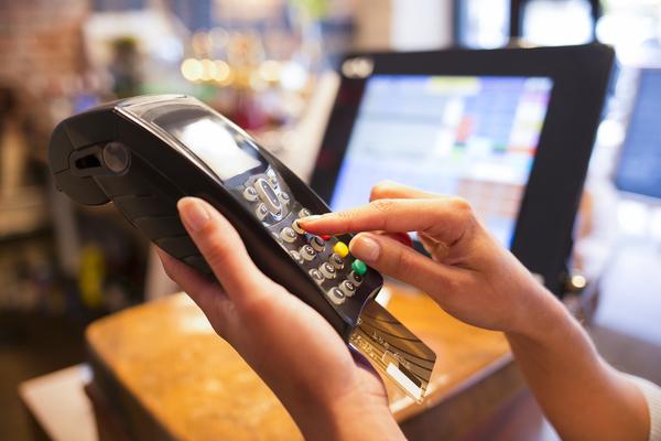 Siết thẻ tín dụng, thông điệp mạnh tay từ Ngân hàng Nhà nước