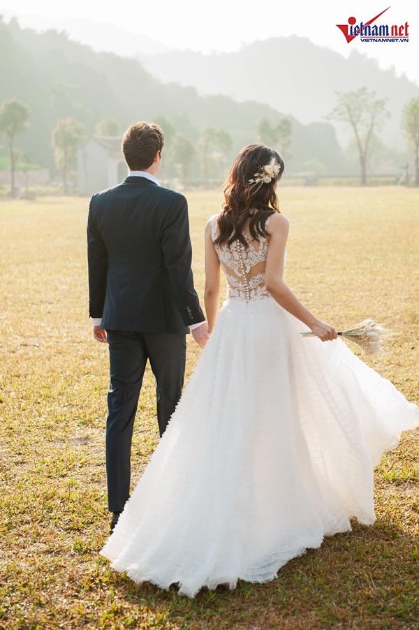 Á hậu Hoàng Oanh hạnh phúc bên chồng Tây trong ảnh cưới