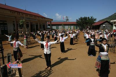 Gần 40 nghìn tấn gạo hỗ trợ hơn nửa triệu học sinh 'vùng khó' đầu năm học mới