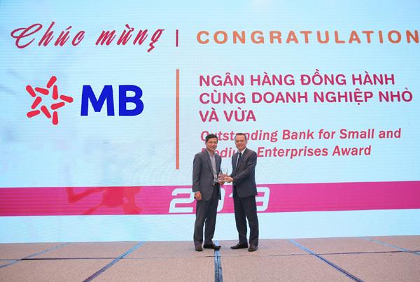MB nhận cú đúp Giải thưởng Ngân hàng Việt Nam tiêu biểu