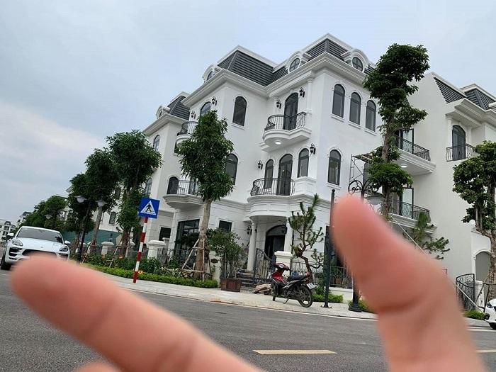 Nam vương Văn Sơn và con gái bầu Đệ mua biệt thự mới