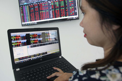VN stock market lackluster, investors take losses