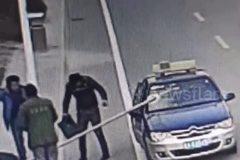 Công nhân bất cẩn, ống thép xuyên thủng xe taxi