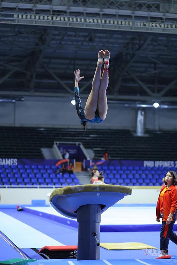 Bóng hồng thể dục dụng cụ đổ mồ hôi 'luyện vàng' SEA Games