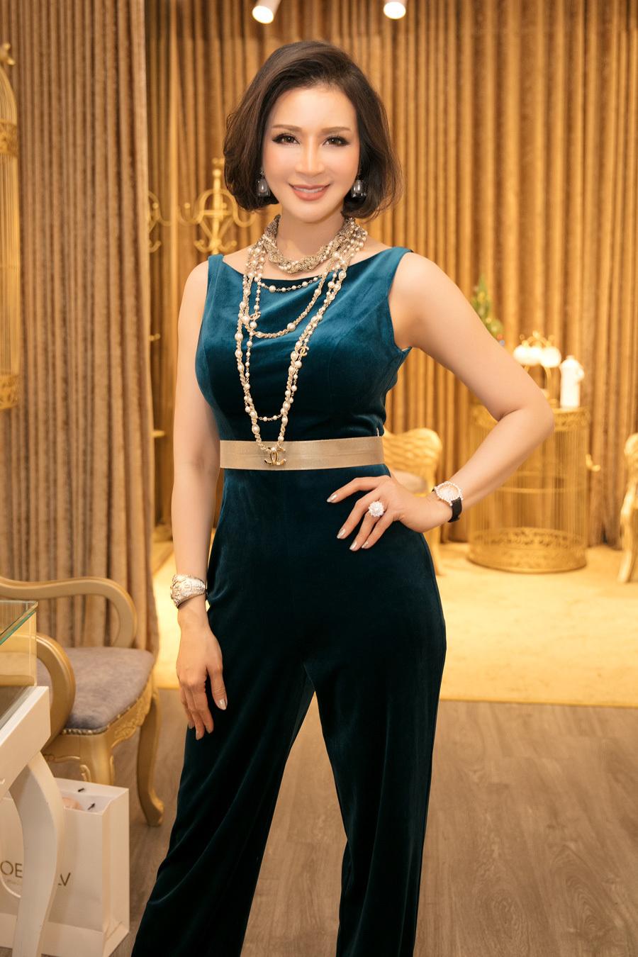 MC Thanh Mai chia sẻ bí quyết có vòng eo 58cm