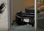Lốp container bay xuyên cửa kính, phá hủy siêu xe McLaren
