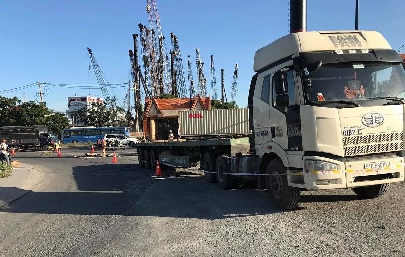 Xe container ôm cua cán chết nữ công nhân ở Bình Dương