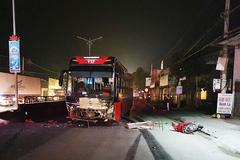 Xe khách va chạm xe máy ở Nghệ An, 1 người chết 2 nguy kịch