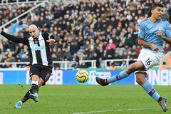 Man City đánh rơi chiến thắng sau màn rượt đuổi kịch tính