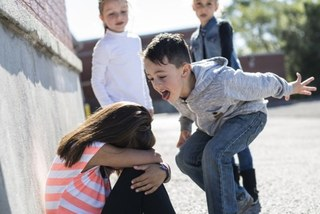 11 cách dạy con xử lý và phòng ngừa bị bắt nạt