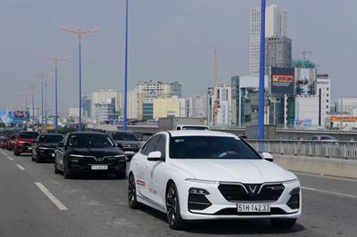 Miễn lãi vay 2 năm đầu cho khách mua xe VinFast Lux