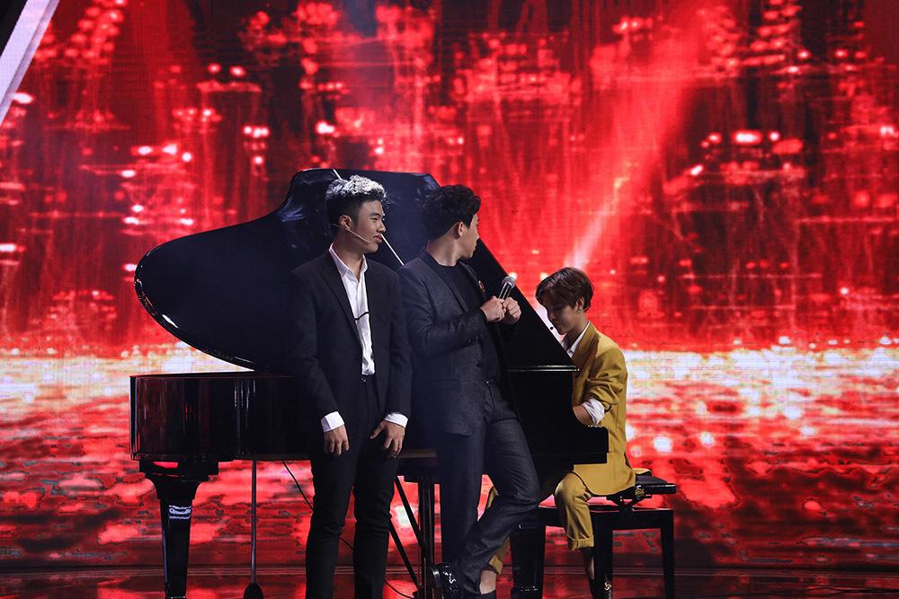 Lại Văn Sâm cảm động trước câu chuyện của chàng trai đặc biệt chơi piano