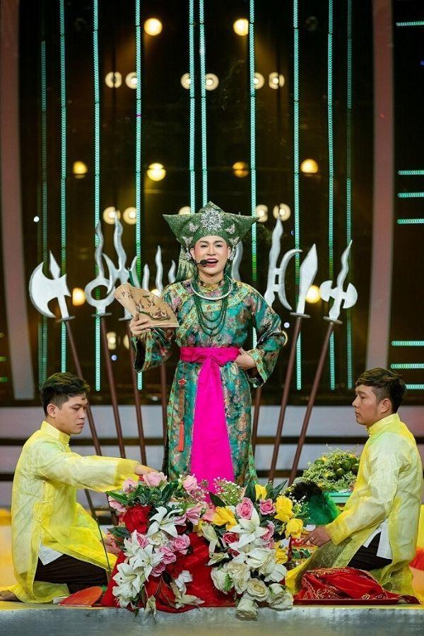 Quang Linh mếu máo, cầu cứu danh hài Hoài Linh trên truyền hình