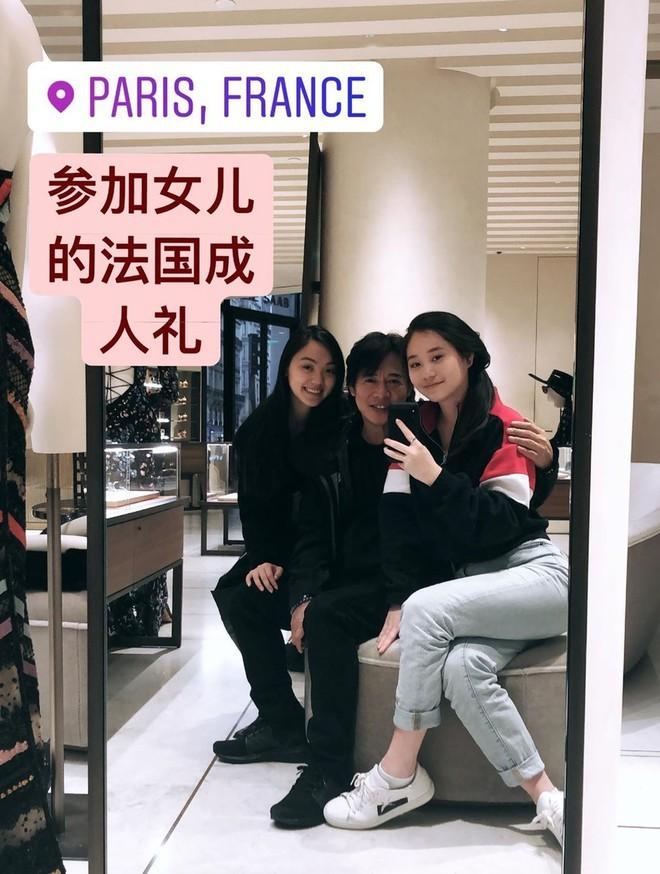 Ngoại hình khác biệt của Lý Liên Kiêt khi xuất hiện bên 2 cô con gái