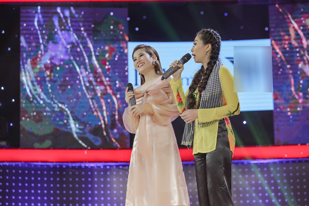 Trấn Thành chê Liên Bỉnh Phát mặc áo 'công chúa' như mượn của Hồ Ngọc Hà