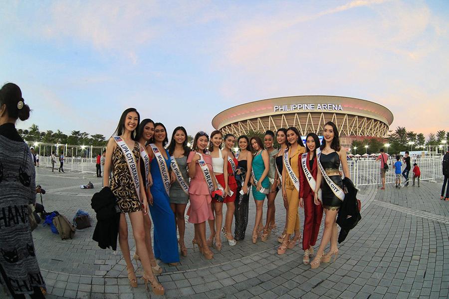 Nhan sắc dàn hoa hậu dẫn dắt các đoàn trong buổi khai mạc Sea Games