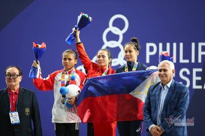 Nhà vô địch SEA Games Vương Thị Huyền bật khóc vì nhớ cha vừa mất