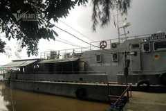 Dồn sức tìm kiếm 2 vợ chồng mất tích trong vụ chìm tàu trên sông Văn Úc