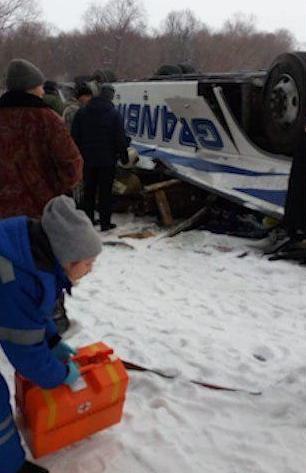 Xe khách lao xuống sông băng, hàng chục người thương vong
