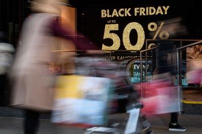 Bán hàng online thu 7,4 tỷ USD ngày Black Friday