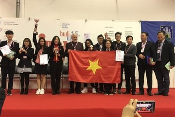Vietnamese students win high prizes at int'l invention show