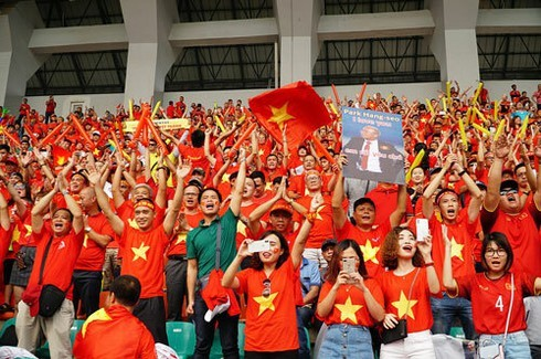 Fans snap up tours to support Vietnam football team at SEA Games