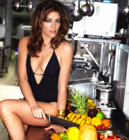 Elizabeth Hurley mặc bikini khoe hình thể sexy ở tuổi 54