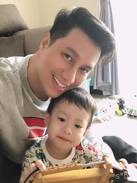 Huỳnh Anh chúc Hoàng Oanh 'làm vợ phải vui' trong ngày cưới bạn gái cũ
