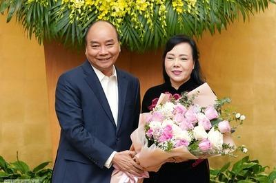 Thủ tướng chúc mừng bà Nguyễn Thị Kim Tiến nhận nhiệm vụ mới