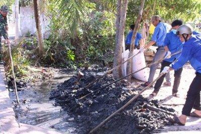 Tuổi trẻ Vĩnh Long chung tay làm sạch môi trường nông thôn
