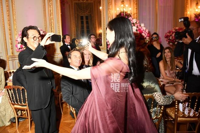 Lý Liên Kiệt và 'bom sex' Khâu Thục Trinh đưa con dự tiệc của giới siêu giàu