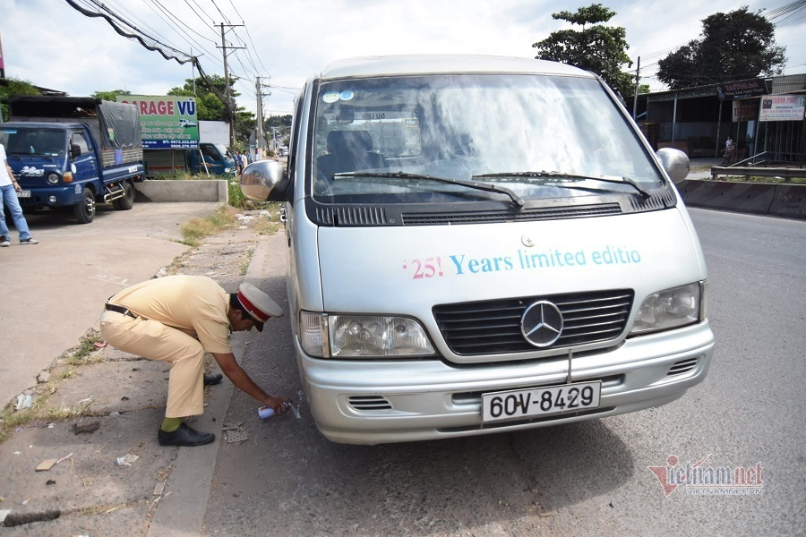 Bất an 'xe chuồng gà' đưa đón, học sinh liên tiếp rơi xuống đường