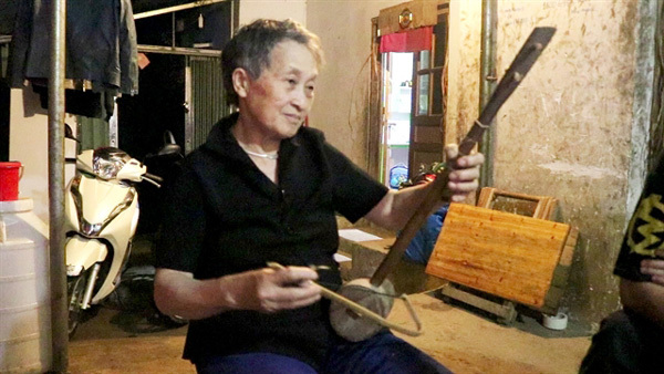 Young Mong people breathe new life into folk music
