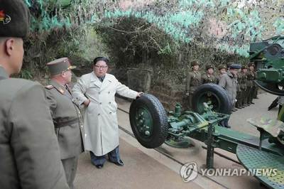 Kim Jong Un thay đổi phong cách ăn mặc