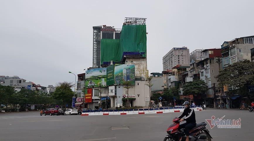 'Chuồng cọp' khủng mọc trên trung tâm thương mại án ngữ 'đất vàng' bậc nhất Hà Nội