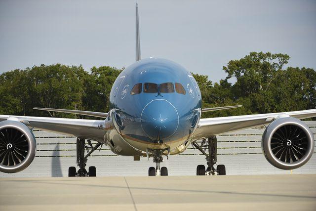 Noi Bai Airport investigates aircraft tyre scratches