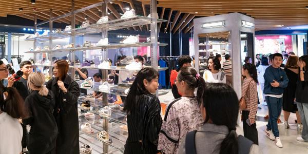 Onitsuka Tiger - Thương hiệu thời trang Nhật Bản ra mắt ở Việt Nam