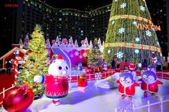Vincom thắp sáng cây thông Noel khổng lồ, khởi động mùa lễ hội