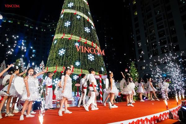 mùa lễ hội,Giáng sinh,cây thông Noel khổng lồ