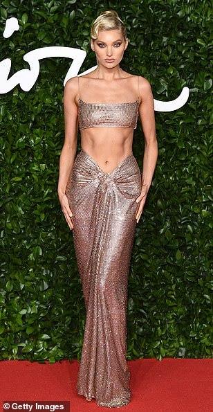Rihanna lép vế trước dàn thiên thần nội y mặc cắt xẻ trên thảm đỏ