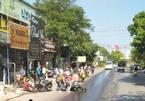 Vệt dầu rải dài trên đường, hàng chục người đi xe máy ngã nhào ở Hải Phòng