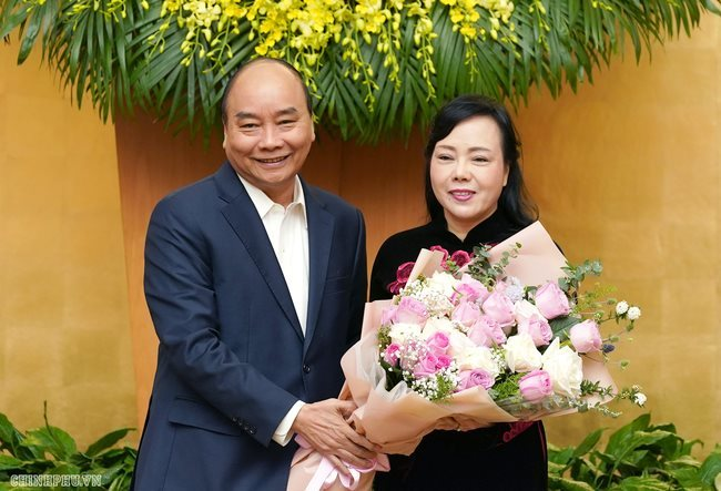 PM says farewell to former health minister